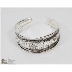 VINTAGE STYLE ESTATE BANGLE