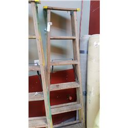 6 FOOT WOOD STEPLADDER