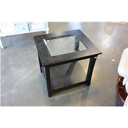 MODERN GLASSTOP ENDTABLE