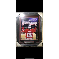 AUTOGRAPHED PATRICK KANE PHOTO HOISTING THE STANLEY CUP. PK88 HOLOGRAM COA STICKER.