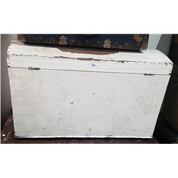 WHITE WOODEN TRUNK