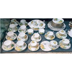 APPROX 58 PCS ROYAL ALBERT TEA ROSE ENGLISH BONE CHINA