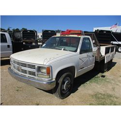 1995 CHEVROLET 3500 FLATBED, VIN/SN:1GBHC34K7SE125224 - GAS ENGINE, 5 SPEED TRANS, 10' FLATBED BODY,