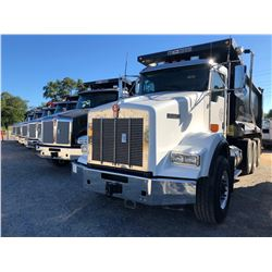 2018 KENWORTH T800 DUMP TRUCK, VIN/SN:1NKDL40X4JJ180896 - TRI-AXLE, 500 HP CUMMINS X15 ENGINE, ALLIS