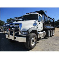 2018 MACK GU713 DUMP TRUCK, VIN/SN:1M2AX09C1JM038808 - TRI-AXLE, 425 HP MACK MP8 ENGINE, ALLISON 450