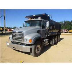 2005 MACK GRANITE CV713 DUMP, VIN/SN:1M2AG11CX5M024560 - TRI-AXLE, MACK DIESEL ENGINE, 10 SPEED TRAN