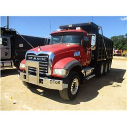 2008 MACK GU713 DUMP, VIN/SN:1M2AX09C58M003800 - TRI-AXLE, 425 HP MACK MP8 M425 ENGINE, 10 SPEED TRA