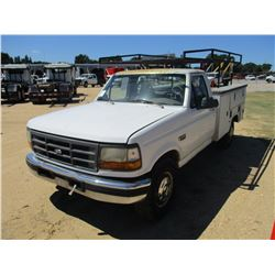 1997 FORD F250 SERVICE TRUCK, VIN/SN:1FDHF25G5VEB90791 - GAS ENGINE, A/T, TOOL BODY, RACK, ODOMETER