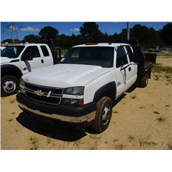 2007 CHEVROLET 3500 FLATBED TRUCK, VIN/SN:1GBJC39D47E154506 - CREW CAB, DIESEL ENGINE, A/T, 9' STEEL