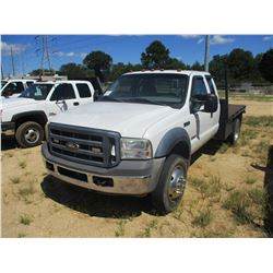 2006 FORD F550 FLATBED TRUCK, VIN/SN:1FDAX56P36EC52396 - S/A, EXT CAB, FORD POWER STROKE DIESEL ENGI