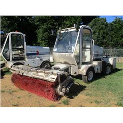 2012 ROADTEC FB-85 BROOM, VIN/SN:105 - CAB, A/C, WATER SYSTEM, METER READING 3,440 HOURS