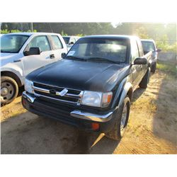 1998 TOYOTA TACOMA VIN/SN:4TAWN72N4WZ124401 - 4X4, EXT CAB, GAS ENGINE, A/T, ODOMETER READING 231,39