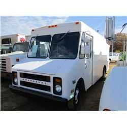 1985 CHEVROLET STEP VAN 30 BOX TRUCK, VIN/SN:1GCHP32J0F3307982 - S/A, GAS ENGINE, A/T, ODOMETER READ