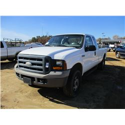 2006 FORD F250 PICKUP, VIN/SN:1FTSX21516EA60049 - 4X4, EXT CAB, GAS ENGINE, A/T, ODOMETER READING 13