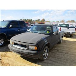 2000 CHEVROLET S10 PICKUP, VIN/SN:1GCCS1944Y8178235 - EXTENDED CAB, GAS ENGINE, A /T, ODOMETER READI