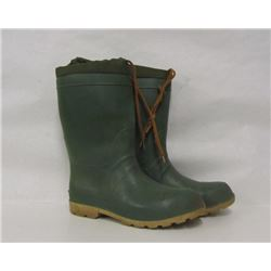 GREEN RUBBER BOOTS SIZE 9