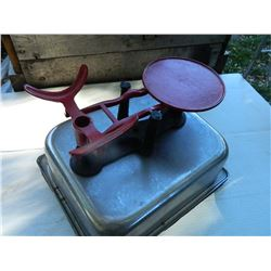 VINTAGE BALANCE SCALE - RED