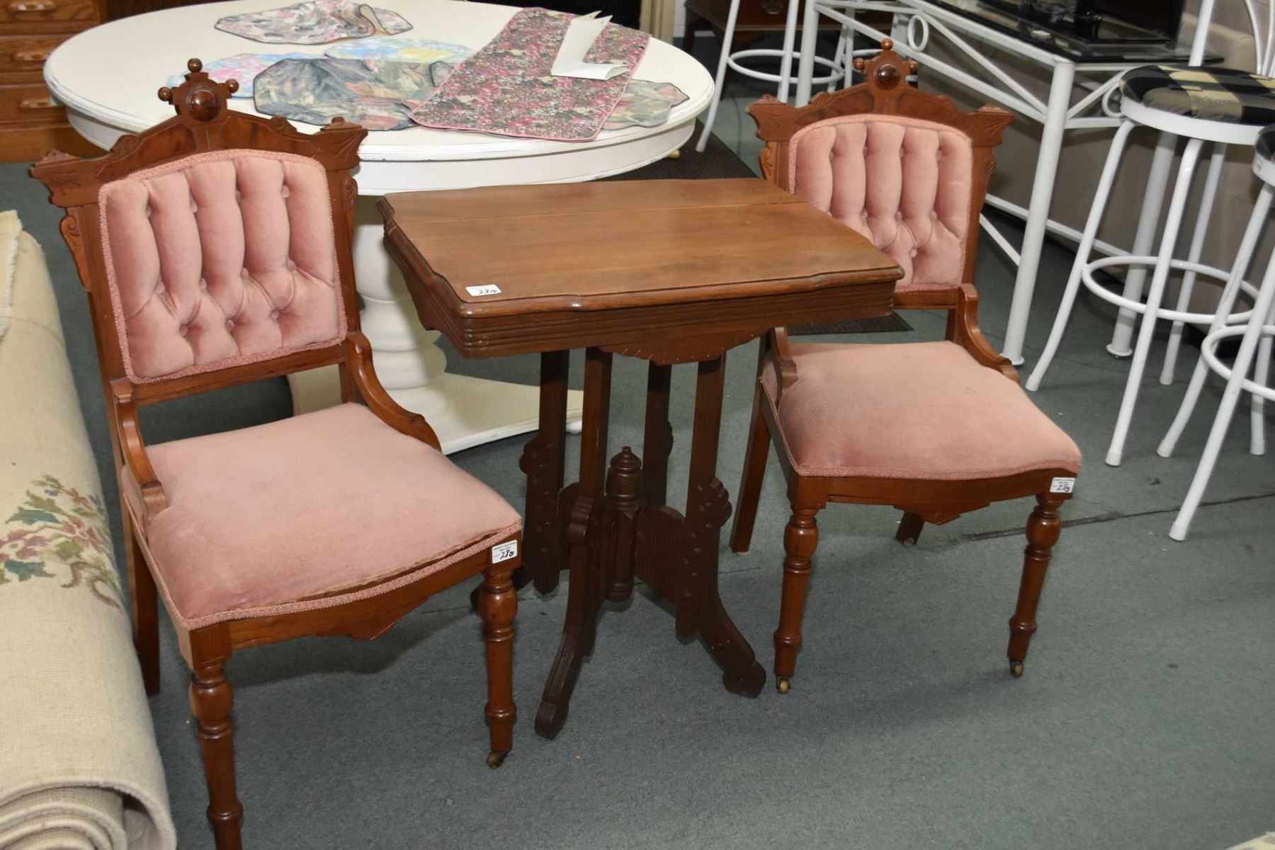 Image 1 : Three Pieces Of Antique Eastlake Furniture Including Two Tufted  Side Chairs And A