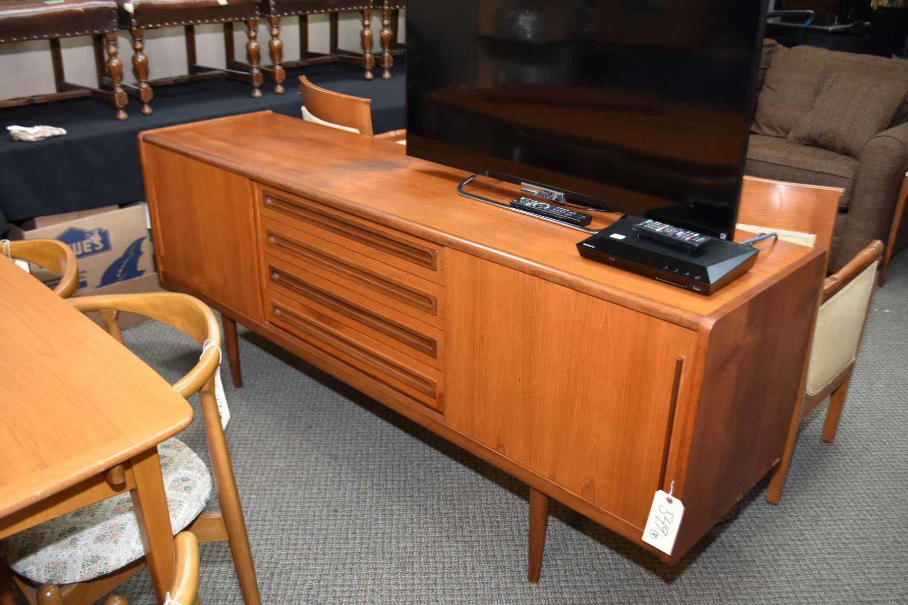 Quality Mid Century Modern Teak Sideboard With Four Drawers Flanked