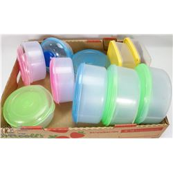 FLAT OF PLASTIC FOOD STORAGE CONTAINERS