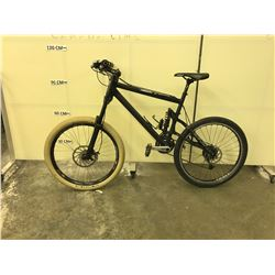 BLACK NO NAME FULL SUSPENSION FULL DISC BRAKE 18 SPEED MOUNTAIN BIKE