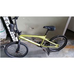 GREEN BMX GT BIKE W/ GYRO