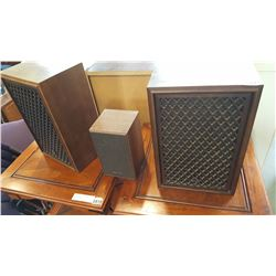2 SANSUI SP 30 SPEAKERS AND REALISTIC SPEAKER