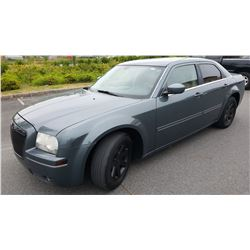 2005 CHRYSLER 300, AUTOMATIC, 196344KM, WITH KEY FOB AND REGISTRATION