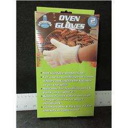 New Pair of Oven Gloves / Excellent for BBQ or Camping