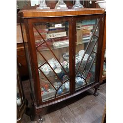 VINTAGE DOUBLE DOOR DISPLAY CABINET W/BALL IN CLAW FEET