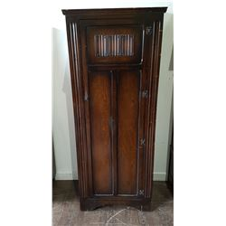 SMALL ANTIQUE OAK WARDROBE