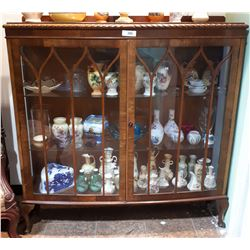 MAHOGANY DOUBLE DOOR DISPLAY CABINET W/KEY