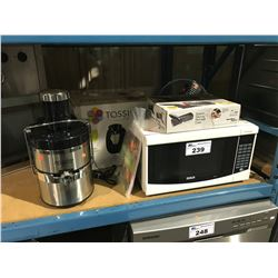 JACK LALANNE JUICER/TASSIMO SINGLE CUP BREWER/2 ELECTRIC KNIVES/STAINLESS FAN/RCA WHITE MICROWAVE