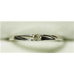 18KT GOLD DIAMOND (0.045CT) RING, MADE IN CANADA . APPROX RETAIL $400