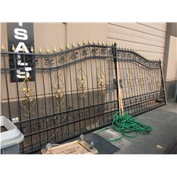 BRAND NEW ORNATE BLACK & GOLD METAL GATE - 19.3 FT