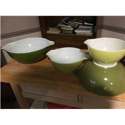 GR OF 4 PYREX STACKING BOWLS