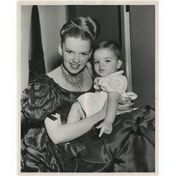 Judy Garland and baby Liza Minnelli (8) photographs on the set of The Pirate.