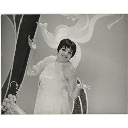Liza Minnelli (7) custom oversize photographs from Liza, her first solo TV variety special.