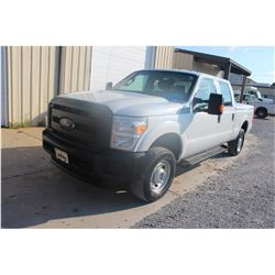 2016 FORD F250 Pickup Truck; VIN/SN:1FT7W2B60GEA16318 -:- 4x4, crew cab, V8 gas, A/T, AC, bed cover,
