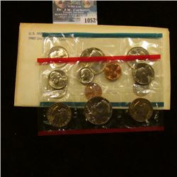 1052 _ 1980 P & D U.S. Mint Set in original government holder as issued. With Susan B. Anthony Dolla