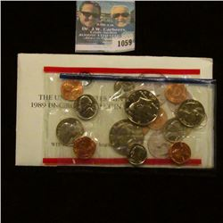 1059 _ 1989 P & D U.S. Mint Set in original government holder as issued.