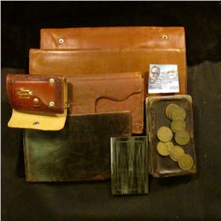 """1434 _ Gold-colored """"Kreisler: Card Case (new condition); leather with metal trim coin wallet; (4) l"""