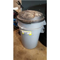 2 GARBAGE CANS WITH LID