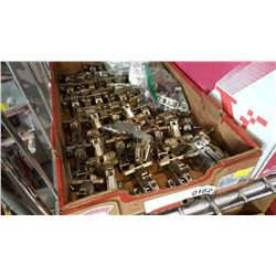 LOT OF CABINET HARDWARE