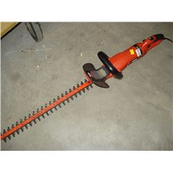 BLACK AND DECKER ELECTRIC HEDGE TRIMMER 24 INCH