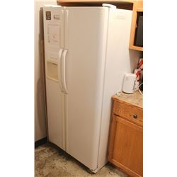 FRIDGIDAIRE SIDE BY SIDE FRIDGE/FREEZER WITH ICE