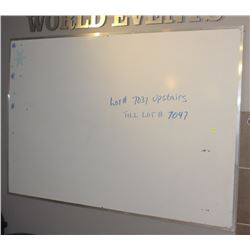 LARGE WALL MOUNT WHITE BOARD COMES WITH RECYCLE
