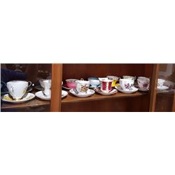 SHELF LOT APPROX 14 ENGLISH BONE CHINA TEACUPS/SAUCERS