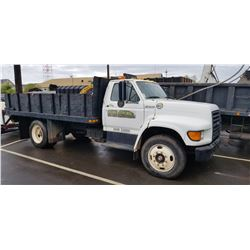 06 GMC Flatbed Truck w/ Lift  Gate 59451 Miles   (Starts & Runs Does Not Shift in to Gear)