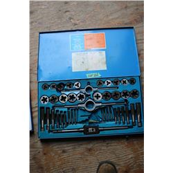 Tap & Die Set - 45 pcs - SAE (1 die missing)